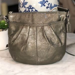 Coach Gray Patent Leather Swing-pack / crossbody😎